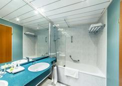 NH Prague City - Prague - Bathroom