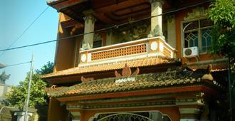 Ratih Bali Hostel - Denpasar - Building