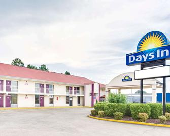 Days Inn by Wyndham Muscle Shoals - Muscle Shoals - Building