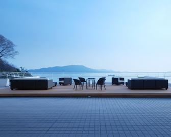 Toba Hotel International - Toba - Balcony