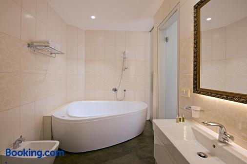 Zamek Ratmerice - Hotel & Resort - Louňovice pod Blaníkem - Bathroom