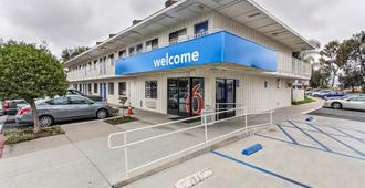 Motel 6 Salinas South Monterey Area - Salinas - Edificio