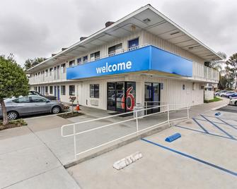 Motel 6 Salinas South Monterey Area - Salinas - Gebouw