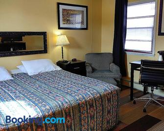 Colonial Inn - New Ulm - Bedroom