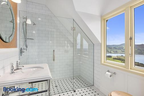Larnach Lodge - Dunedin - Bathroom