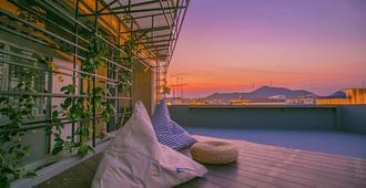 Chedi View Hostel & Rooftop Bar - Phetchaburi - Balcony
