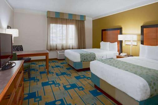 La Quinta Inn & Suites by Wyndham St. Pete-Clearwater Airpt - Clearwater - Bedroom
