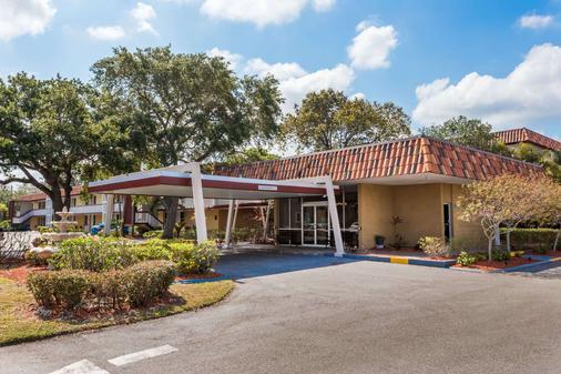 Baymont by Wyndham Sarasota - Sarasota - Toà nhà