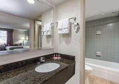 薩拉索塔貝蒙特套房酒店 - 沙拉索塔 - 薩拉索塔 - 浴室