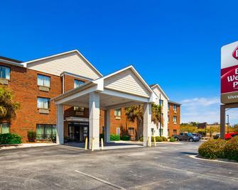 Best Western Plus Silver Creek Inn - Swansboro - Building