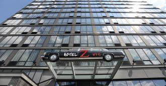 Z NYC Hotel - Queens - Building
