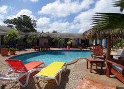 Hacienda Wayaca Apartments - Oranjestad - Piscina