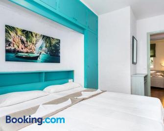 Apartamentos Playa Parc - Es Mercadal - Schlafzimmer