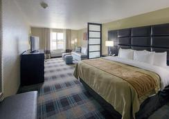 Comfort Inn & Suites Fort Worth West - White Settlement - Bedroom