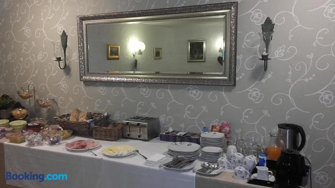 Top Hotel Garni - Dormagen - Buffet