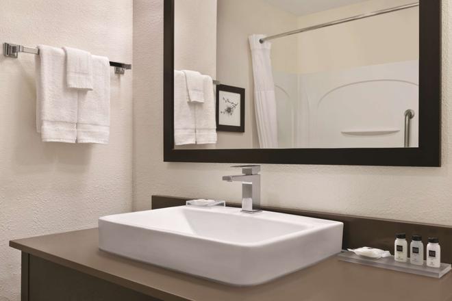 Country Inn & Suites by Radisson, Fairborn S, OH - Fairborn - Kylpyhuone