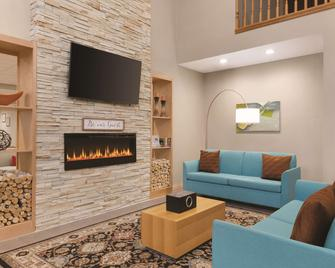 Country Inn & Suites by Radisson, Fairborn S, OH - Fairborn - Living room