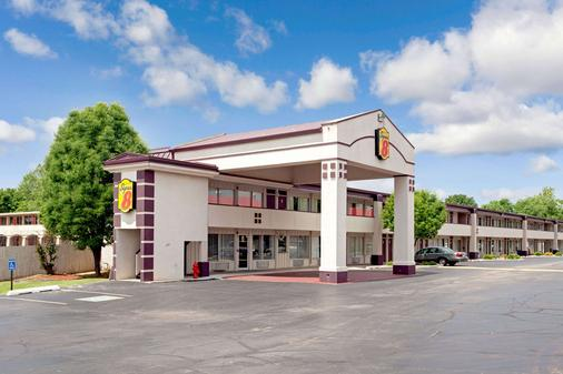 Super 8 by Wyndham Oklahoma/Frontier City - Οκλαχόμα Σίτι - Κτίριο