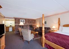 Ramada by Wyndham Pinewood Park Resort North Bay - North Bay - Phòng ngủ