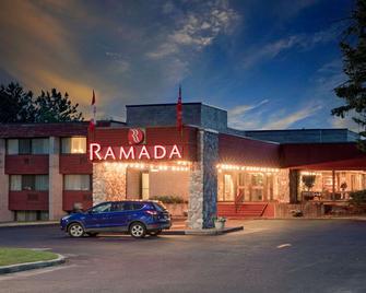 Ramada by Wyndham Pinewood Park Resort North Bay - North Bay - Building