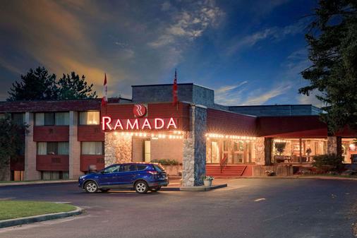 Ramada by Wyndham Pinewood Park Resort North Bay - North Bay - Toà nhà