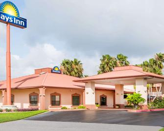 Days Inn by Wyndham Portland/Corpus Christi - Portland - Gebäude