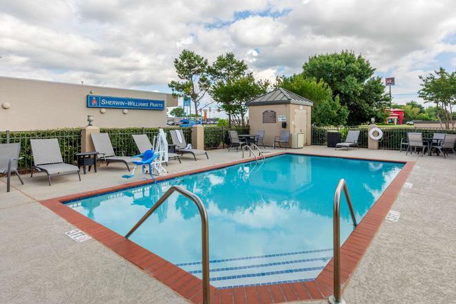 Quality Inn & Suites Durant - Durant - Piscina