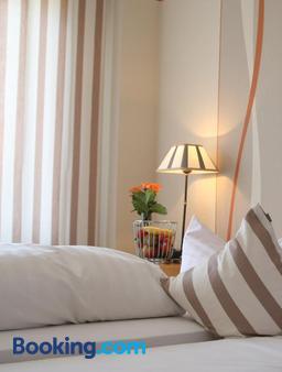 Hotel Gasthof Rössle - Stetten am Kalten Markt - Bedroom
