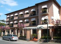 Hotel Astor Victoria - Forte dei Marmi - Building