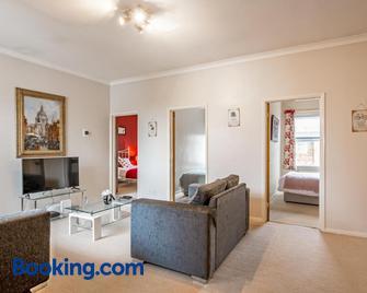 Leighton Buzzard Apartments - Leighton Buzzard - Wohnzimmer