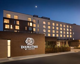 DoubleTree by Hilton Greeley at Lincoln Park - Greeley - Building