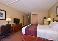 Best Western Branson Inn And Conference Center - Branson West - Schlafzimmer