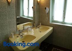 Castel Bayeux Guesthouse - Bayeux - Bathroom