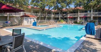 達拉斯艾迪生 6 號汽車旅館 - 艾迪遜 - 艾迪生(德州) - 游泳池