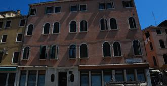 Haven Hostel San Toma - Venice - Building
