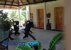 Lynn's Guest House - Bulawayo - Outdoors view