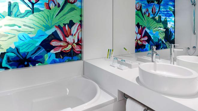 art'otel Cologne by Park Plaza - Cologne - Bathroom