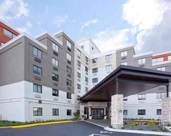 Holiday Inn Express Roseville-St. Paul - Roseville - Building