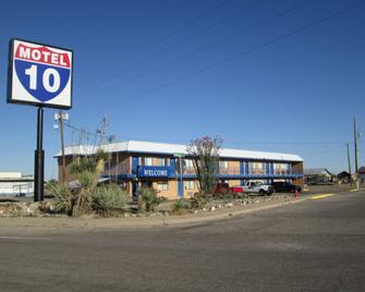 Motel 10 - Lordsburg - Building