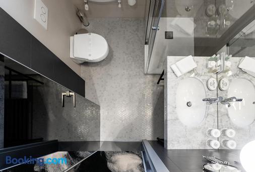 河濱公園飯店 - 克盧日-納波卡 - 浴室