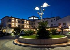 Hotel Restaurant Bon Retorn - Figueres - Rakennus