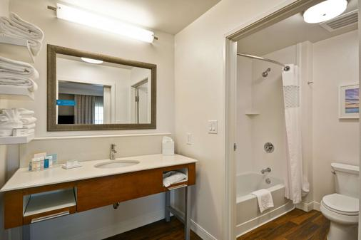 Hampton Inn & Suites Charleston Airport - North Charleston - Bathroom