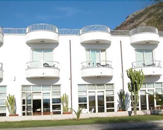 Hotel Garden - Praia a Mare - Gebouw