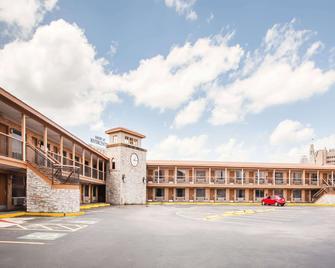Days Inn by Wyndham San Antonio Alamo/Riverwalk - San Antonio - Building