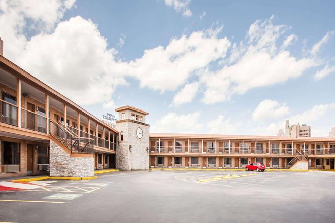 Days Inn by Wyndham San Antonio Alamo/Riverwalk - Σαν Αντόνιο - Κτίριο