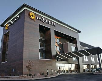 La Quinta Inn & Suites by Wyndham Cedar City - Cedar City - Building