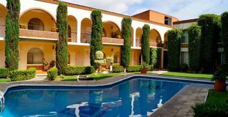 Hotel & Suites Villa del Sol - מורליה