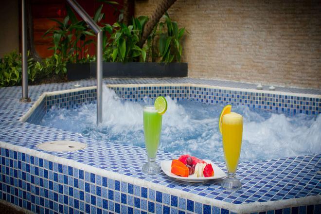 Howard Johnson Hotel Guayaquil - Guayaquil - Piscina