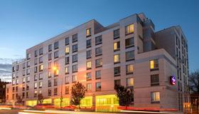 Springhill Suites By Marriott New York Laguardia Airport - Queens - Edificio