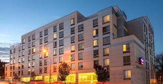 Springhill Suites By Marriott New York Laguardia Airport - Queens - Edifício